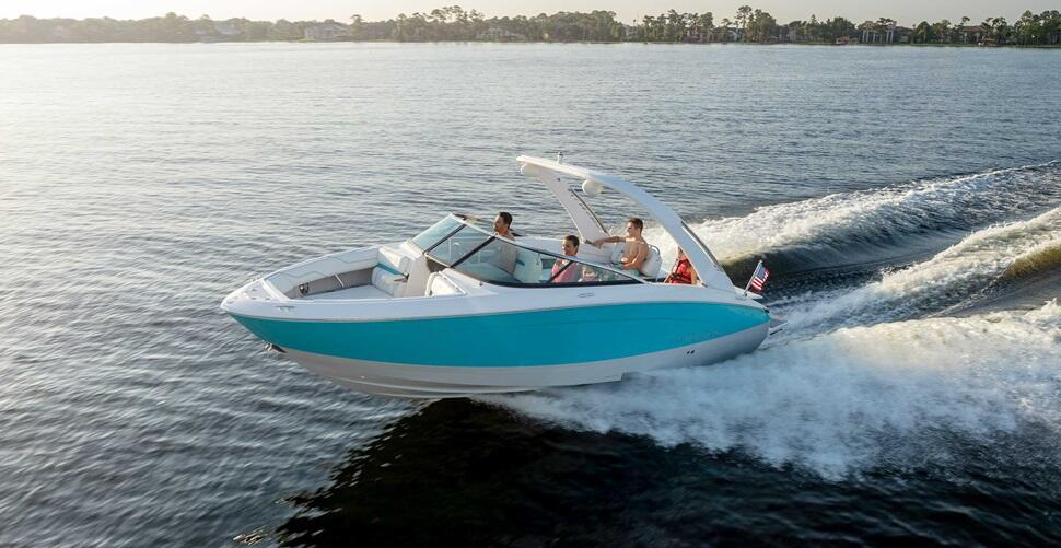 Sterndrive boat powered by Volvo Penta Forward Drive cruising
